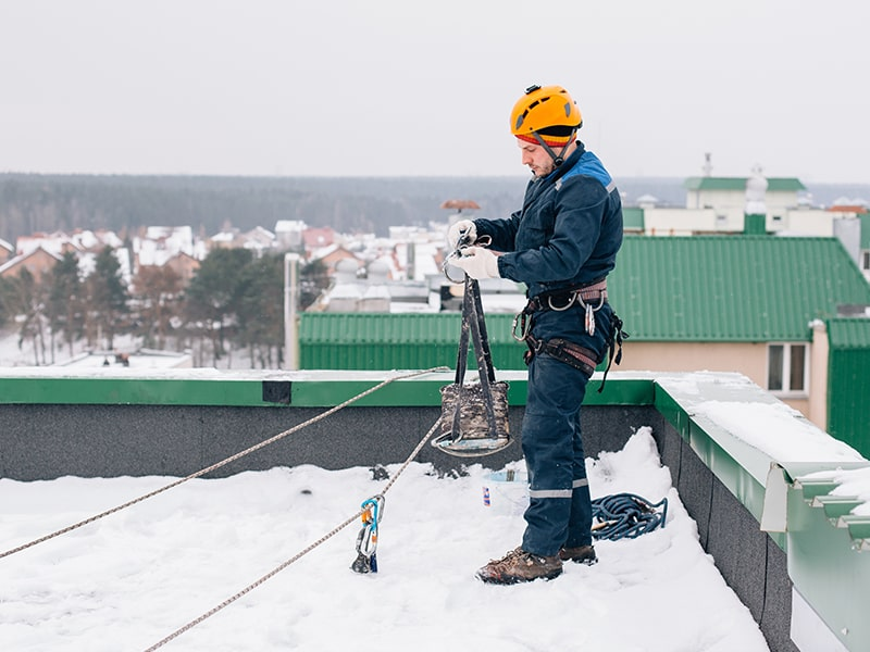 Snow stops on the roof: types and features of their installation