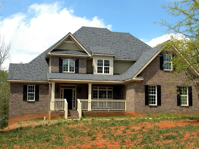 Selecting a Qualified Roofing Contractor